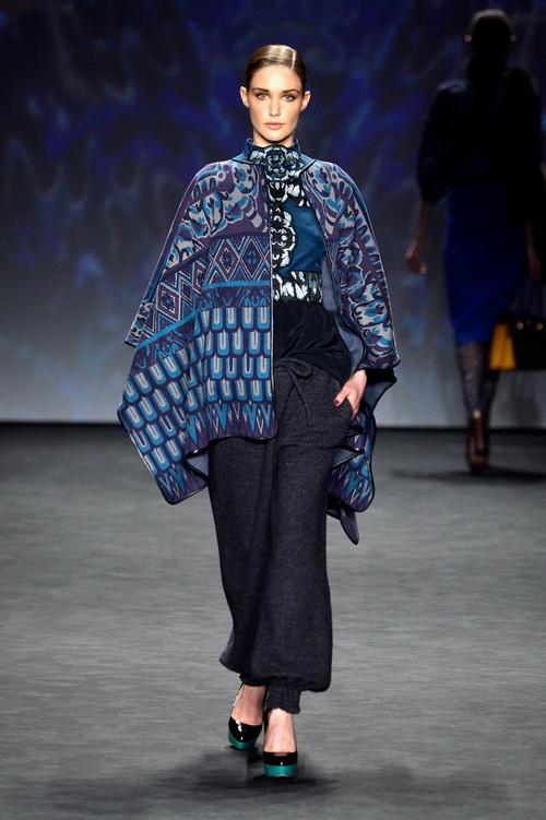 Дизайнер Вивьен Тан представила 9 февраля яркую женскую коллекцию Vivienne Tam 2014 года на нью-йоркской Неделе моды. Фото: Frazer Harrison/Getty Images for TRESemme