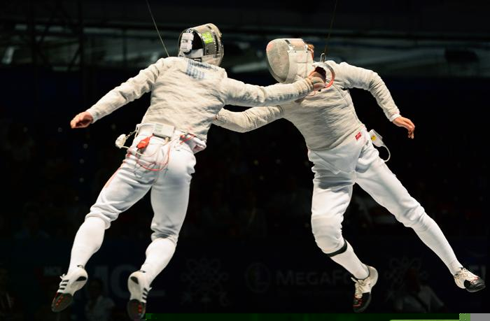 Николай Ковалёв в финале командного зачёта саблистов 10 августа 2013 года на Чемпионате мира в Будапеште. Фото: ATTILA KISBENEDEK/AFP/Getty Images