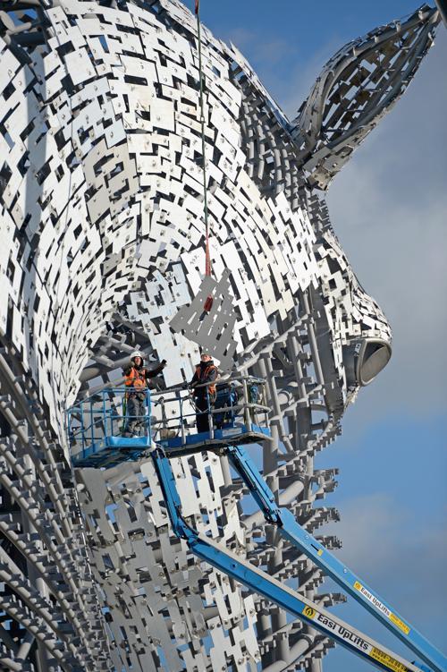 Работа по созданию двух тридцатиметровых статуй лошадей, которые станут самыми высокими в мире, близится к завершению в области Фалкирк. 11 октября 2013 года. Фото: Jeff J Mitchell/Getty Images