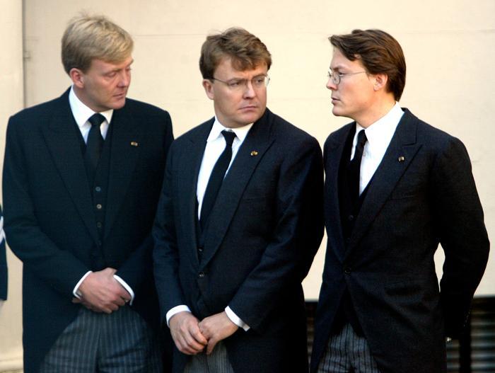 Три принца Нидерландов— Клаус, Фризо и наследный принц Виллем Александр 8 октября 2002 года в Гааге. Фото: Michel Porro/Getty Images