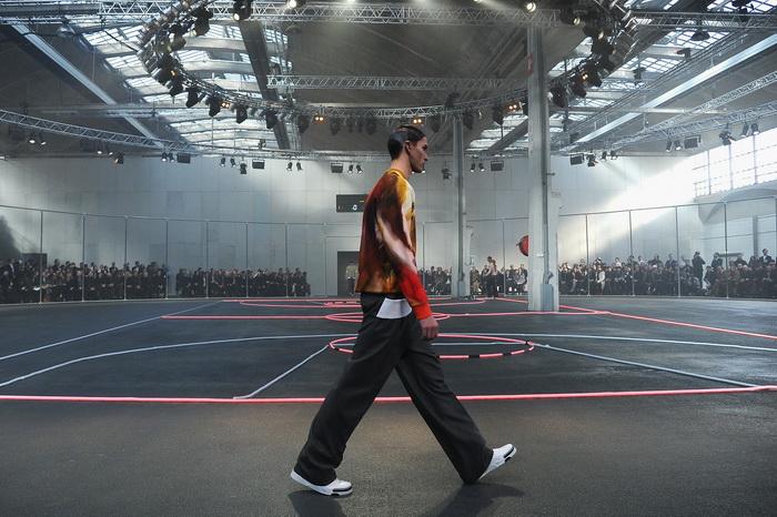 Модный дом Givenchy представил на Неделе моды в Париже спортивную коллекцию одежды 2014-2015. Фото: Pascal Le Segretain/Getty Images