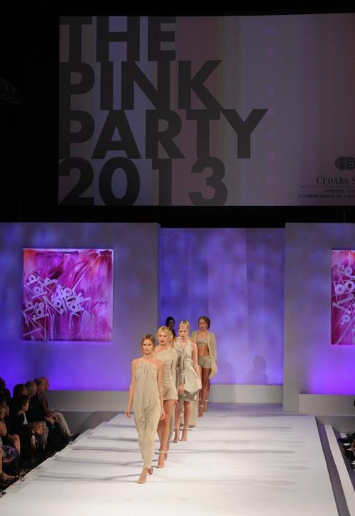 Показ коллекции одежды ведущих дизайнеров прошёл на благотворительном вечере моды Pink Party дизайнера Элайз Уокер 19 октября 2013 года. Фото: Kevin Winter/Getty Images for Cedars-Sinai Womens Cancer Program