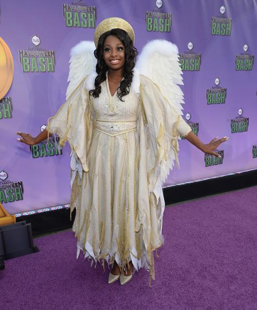 Певица Коко Джонс прибыла 20 октября 2013 года в Санта-Монику на церемонию открытия новой награды «Джеки» за лучший костюм на Хэллоуин. Фото: Michael Buckner/Getty Images