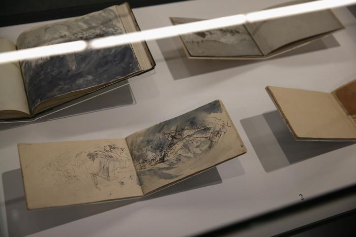 Картины великого британского живописца Уильяма Тёрнера о море, всего 120 произведений искусства, собрали на выставке «Тёрнер и море» в Национальном морском музее Гринвича (Англия) 20 ноября 2013 года. Фото: Oli Scarff/Getty Images