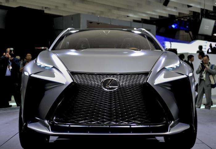 Lexus провёл презентацию турбированного внедорожника LF-NX на открывшемся 20 ноября 2013 года автосалоне в Токио. Фото: Keith Tsuji/Getty Images