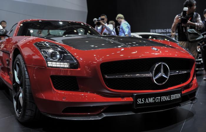 Mercedes-Benz продемонстрировал модель SLS AMG GT Final Edition на открывшемся 20 ноября 2013 года автосалоне в Токио. Фото: Keith Tsuji/Getty Images
