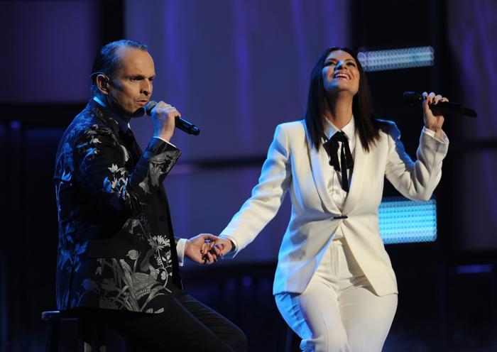 Лауреат премии «Латинская Грэмми 2013» Мигель Бозе и Лаура Паузини выступили на церемонии вручения наград 21 ноября 2013 года в Лас-Вегасе (США). Фото: Ethan Miller / Getty Images для LARAS