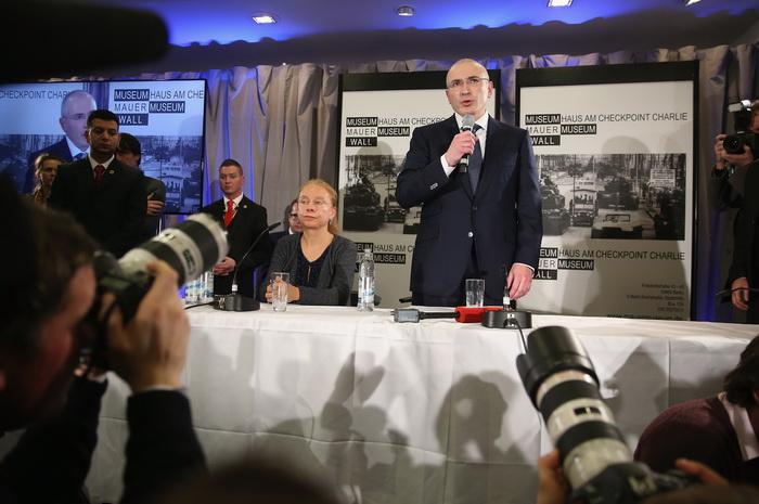 Экс-президент «ЮКОСа» Михаил Ходорковский провёл сегодня в Берлине первые две пресс-конференции спустя сутки после его освобождения из тюрьмы, где он отбывал срок 10 лет. Фото: Sean Gallup/Getty Images