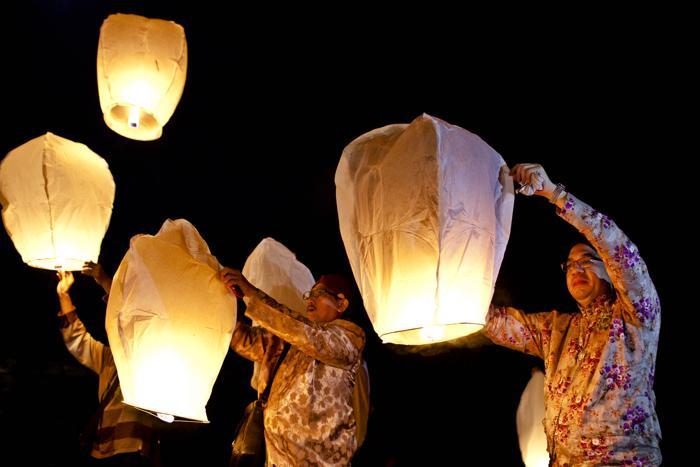 Сохраняя древнюю культуру и традиции, девушки на индонезийском острове Ява исполнили классический танец 22 августа 2013 года в Джокьякарте. Фото: Ulet Ifansasti/Getty Images