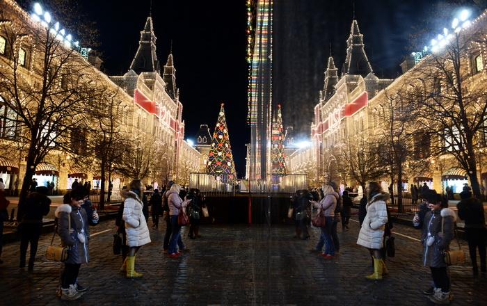 Предновогодняя Москва. Фото: YURI KADOBNOV/AFP/Getty Images