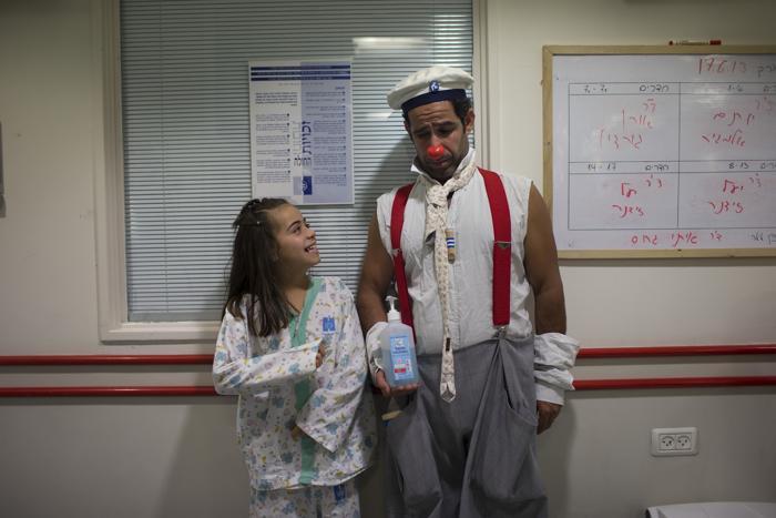 Клоуны стали Врачами мечты для детей Израиля. Фото: Uriel Sinai/Getty Images