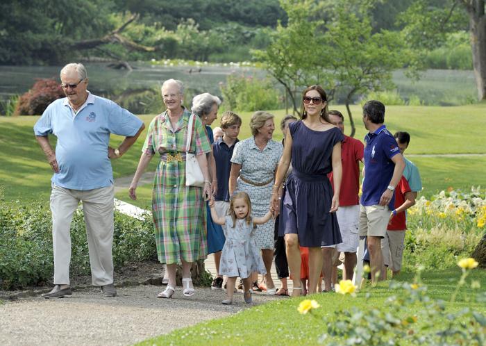 Королевская семья Дании на летней фотосессии 27 июля 2013 года. Фото: Tim Riediger/Getty Images