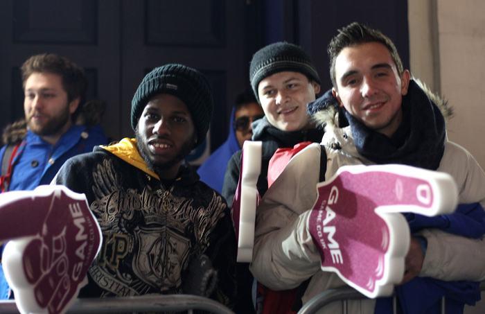 Игровые фанаты отстояли в очередях, чтобы купить новые приставки Playstation 4 в Ковент-Гарден в центре Лондона. Консоли PS4 поступили в продажу в полночь 28 ноября. Фото: Danny E. Martindale/Getty Images