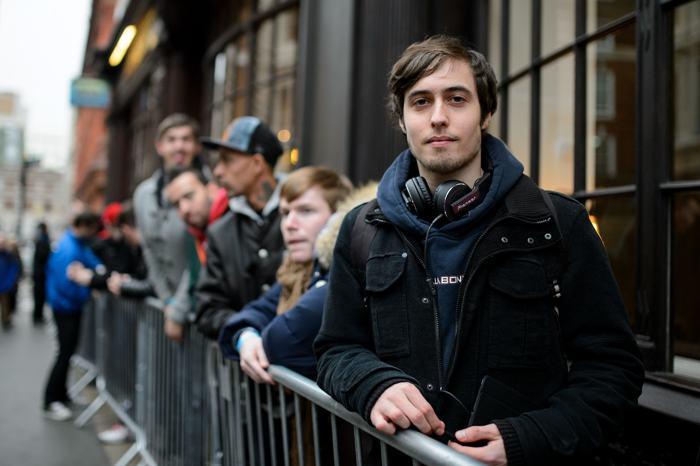 Игровые фанаты отстояли в очередях, чтобы купить новые приставки Playstation 4 в Ковент-Гарден в центре Лондона. Консоли PS4 поступили в продажу в полночь 28 ноября. Ben А. Pruchnie / Getty Images
