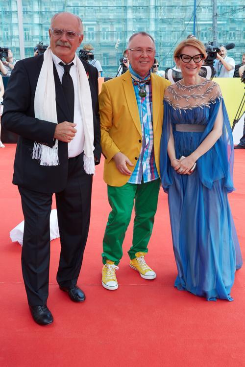 Никита Михалков, Вячеслав Зайцев и Эвелина Хромченко посетили закрытие кинофестиваля в Москве 29 июня 2013 года. Фото: Oleg Nikishin/Getty Images for Artefact