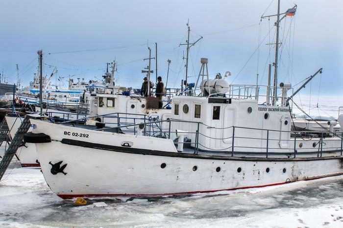 Корабли в листвянском порту скучают по живой воде. Фото: Сергей Мошкирёв/Великая Эпоха (The Epoch Times)