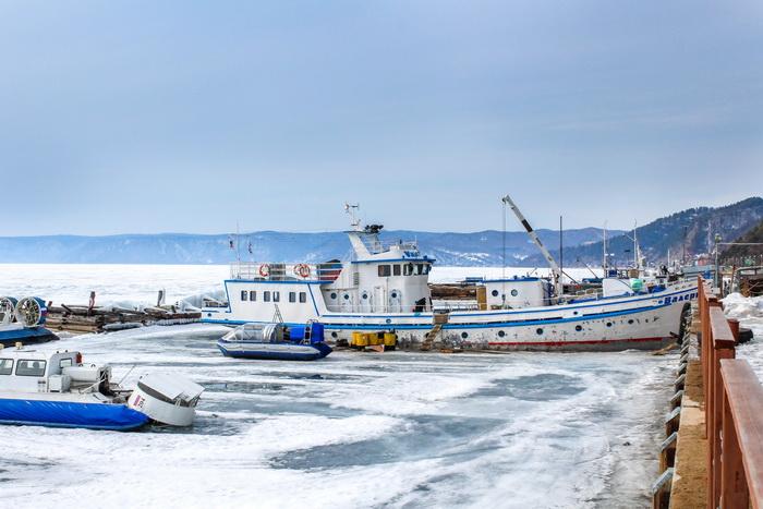 Корабли ждут конца мая, когда они смогут выйти в открытое море. Фото: Сергей Мошкирёв/Великая Эпоха (The Epoch Times)