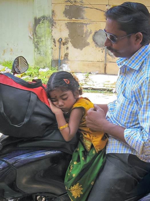 Мотоцикл — семейный транспорт в Индии. Фото: Татьяна Виноградова/Великая Эпоха (The Epoch Times)