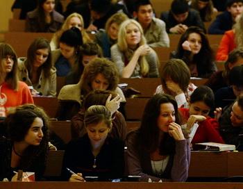 Студенты. Фото: NATALIA KOLESNIKOVA/AFP/Getty Images