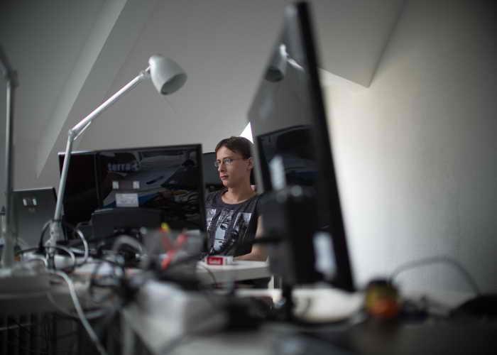 По сообщению Digit.ru, в России доля пиратского контента, скачиваемого интернет-пользователями, имеет самые большие показатели в мире и составляет в общем объёме 95%. Фото: JOHANNES EISELE/AFP/Getty Images