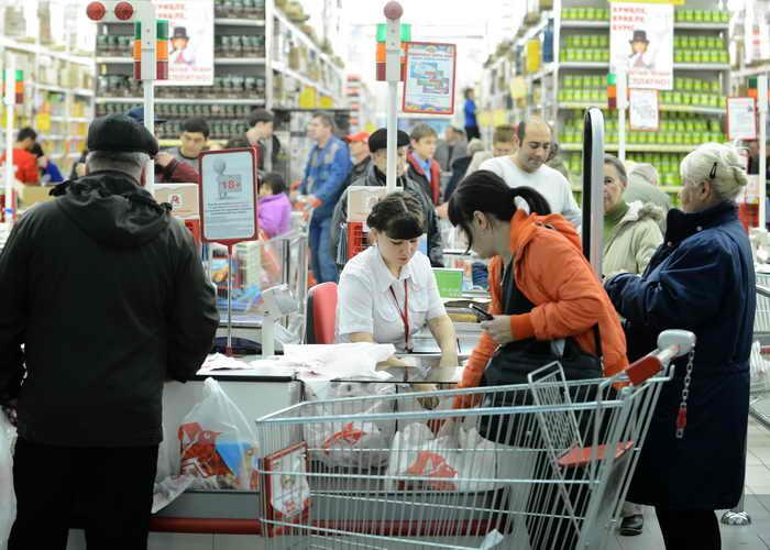 Цены на продукты снова повышаются. Фото: NATALIA KOLESNIKOVA/AFP/Getty Images