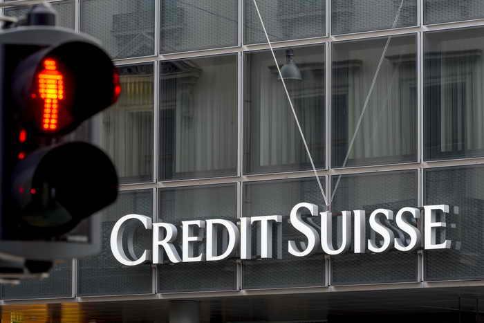 Министерство юстиции США продолжает поиск уклоняющихся от уплаты налогов. Банк Credit Suisse уже получил разрешение от правительства Швейцарии поделиться списком своих американских клиентов. Фото: FABRICE COFFRINI/AFP/Getty Images