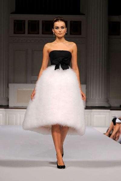 Коллекция Oscar de La Renta Весна-2011 на Неделе моды Mercedes-Benz в Нью-Йорке. Фото: Getty Images