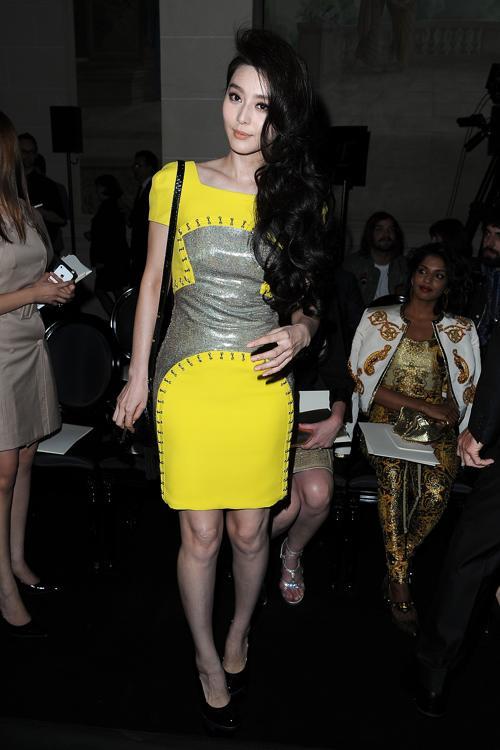 Знаменитости на показе моды Versace Haute Couture  в Париже. Fan Bingbing.  Фоторепортаж.  Фото:  Pascal Le Segretain/Getty Images