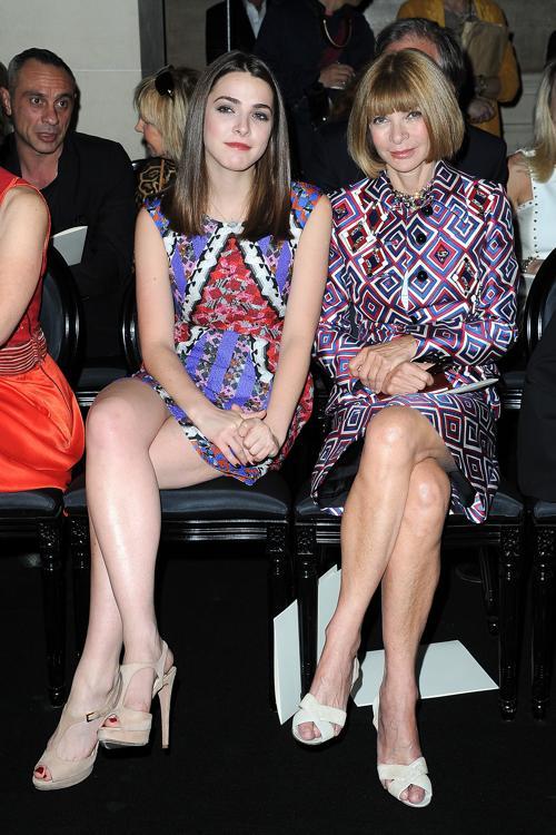 Знаменитости на показе моды Versace Haute Couture  в Париже.  Bee Shaffer; Anna Wintour. Фоторепортаж.  Фото:  Pascal Le Segretain/Getty Images