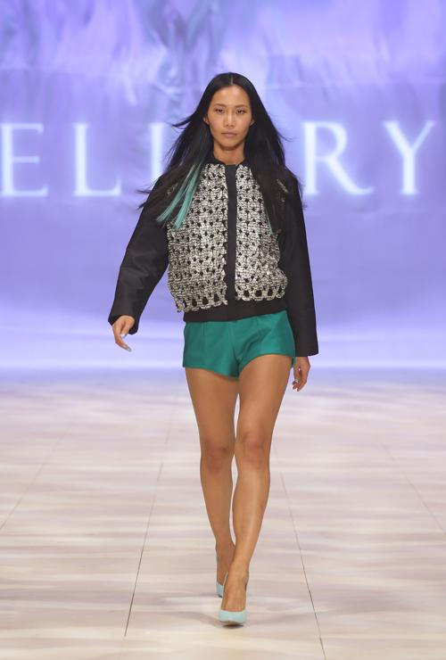 Костюмы из коллекции Roopa Pemmaraju на Mercedes-Benz Fashion Festival 2012 в Сиднее.  Часть 1. Фоторепортаж. Фото:  Lisa Maree Williams / Getty Images