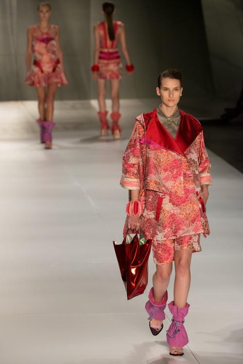 Летние коллекции 2013 года на Sao Paulo Fashion Week.  Фоторепортаж. Фото: YASUYOSHI CHIBA/AFP/GettyImages
