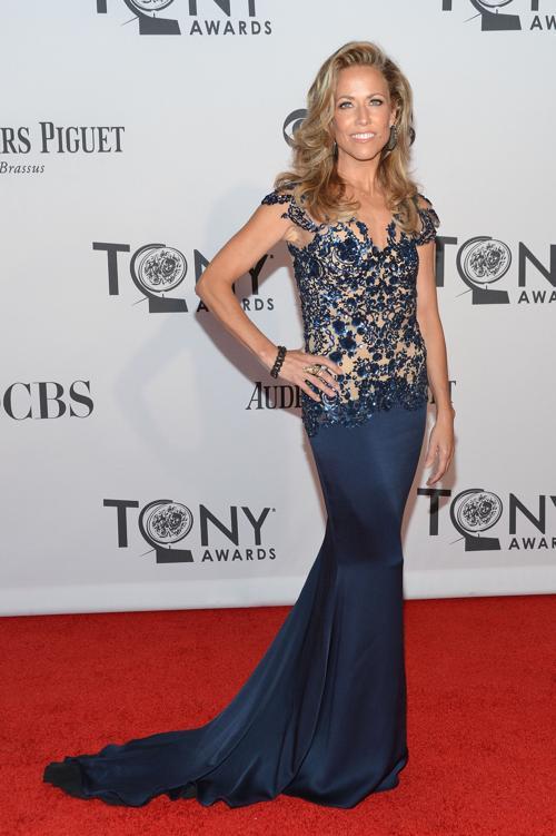 Наряды знаменитостей на церемонии награждения 66th Annual Tony Awards. Sheryl Crow. Фоторепортаж. Фото: Mike Coppola/Getty Images
