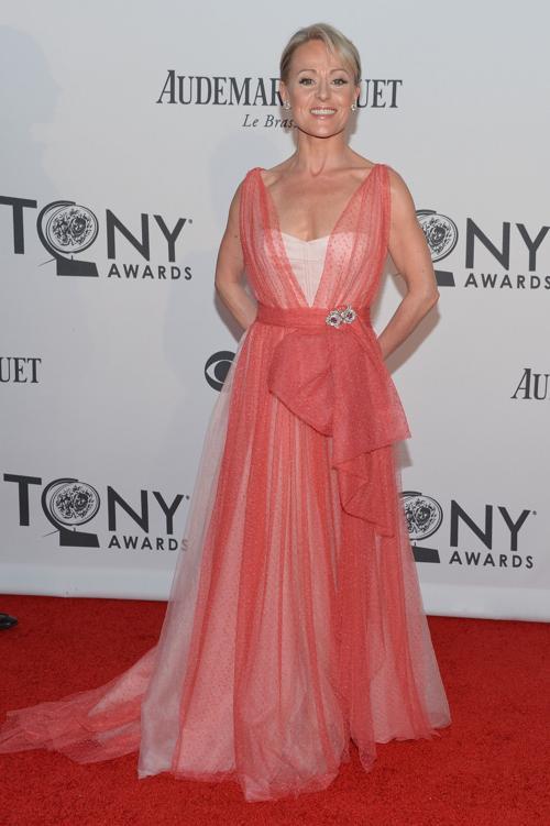 Наряды знаменитостей на церемонии награждения 66th Annual Tony Awards. Tracie Bennett. Фоторепортаж. Фото: Mike Coppola/Getty Images