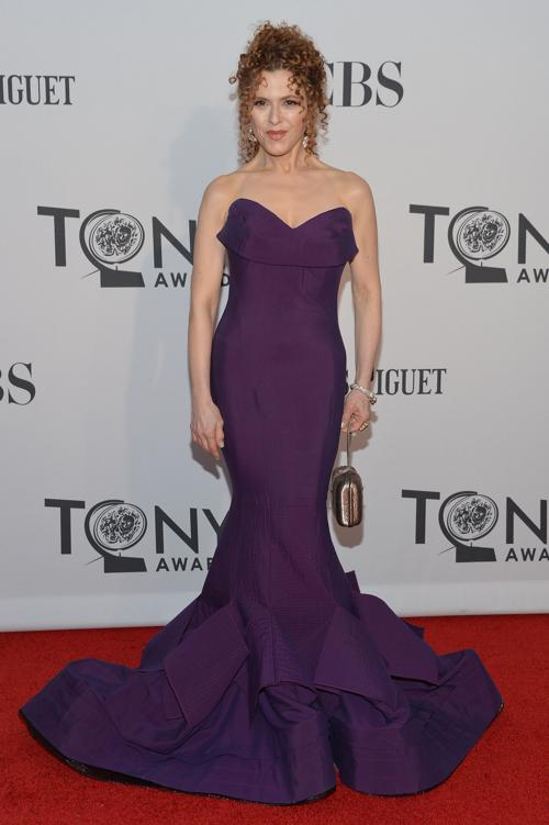 Наряды знаменитостей на церемонии награждения 66th Annual Tony Awards. Bernadette Peters. Фоторепортаж. Фото: Mike Coppola/Getty Images