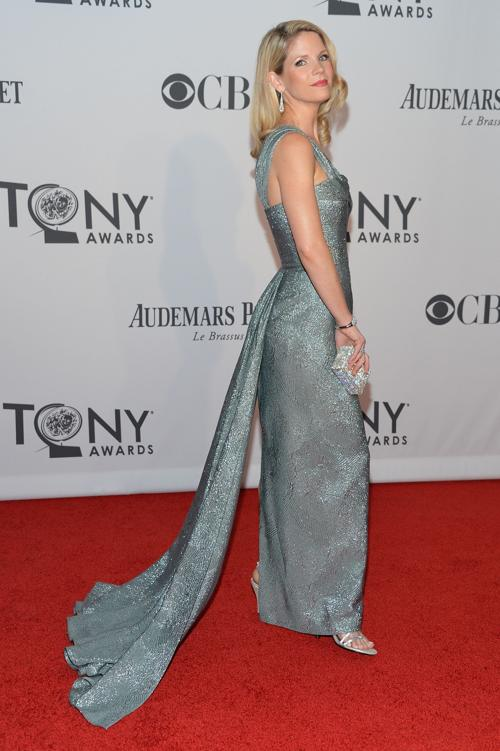 Наряды знаменитостей на церемонии награждения 66th Annual Tony Awards. Kelli OHara. Фоторепортаж. Фото: Mike Coppola/Getty Images