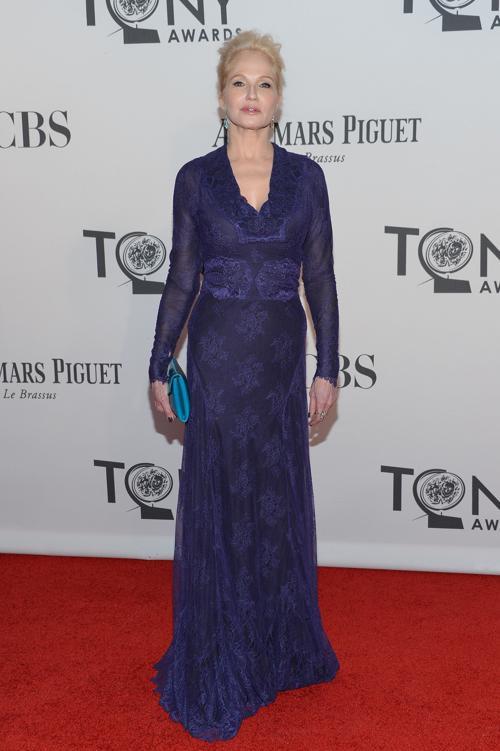 Наряды знаменитостей на церемонии награждения 66th Annual Tony Awards. Ellen Barkin. Фоторепортаж. Фото: Mike Coppola/Getty Images