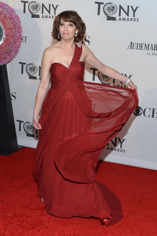 Наряды знаменитостей на церемонии награждения 66th Annual Tony Awards. Beth Leavel. Фоторепортаж. Фото: Mike Coppola/Getty Images