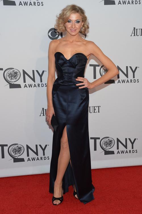 Наряды знаменитостей на церемонии награждения 66th Annual Tony Awards. Nina Arianda. Фоторепортаж. Фото: Mike Coppola/Getty Images