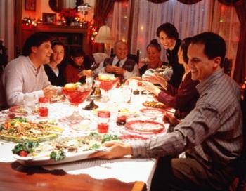 Встречать праздник нужно только радостно, в хорошем настроении, в кругу приятных тебе людей. Ведь как отметишь Новогодье, так его и проведешь.   Фото: Getty Images