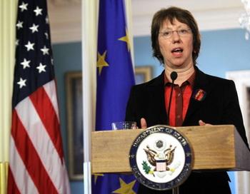 Верховный представитель Европейского Союза по иностранным делам и политике безопасности Кэтрин Эштон выступает на совместной пресс-конференции в Государственном департаменте в Вашингтоне, округ Колумбия, 17 февраля. Фото: Alex Wong/Getty Images