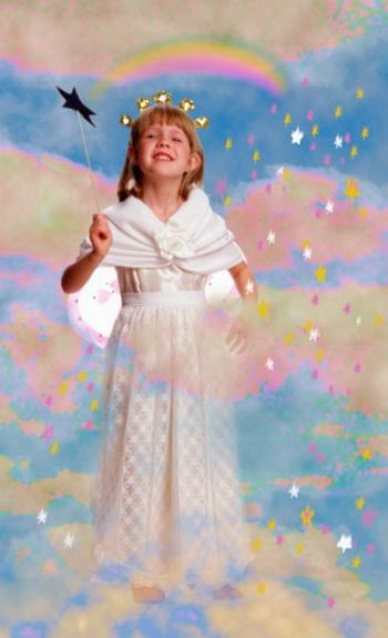 Новогодний костюм - главный атрибут праздника. Поинтересуйтесь у ребенка, кем бы он хотел быть на новогоднем карнавале? Фото: Getty Images