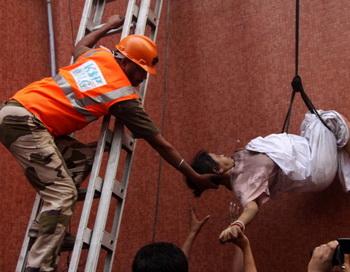 При пожаре в индийской больнице погибло 89 человек. Фото: STRDEL/AFP/Getty Images