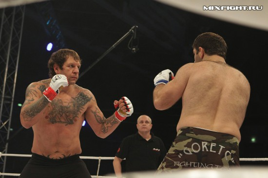 Магомед Маликов (Горец) - Александр Емельяненко (AE Team). Фото с сайта mixfight.ru