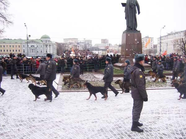Силовики, обеспечивающие порядок во время проведения митинга на Болотной площади в Москве. Фото: А. Фирсанов