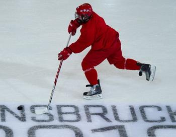 Тренировка сборной России по хоккею перед началом первой Зимней Юношеской Олимпиады 2012 года. Фото РИА Новости