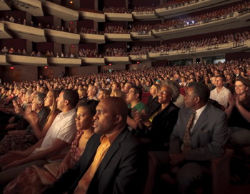 Аншлаг на представлении Shen Yun Performing Arts в центре исполнительских искусств в городе Тампа, штат Флорида, 3 марта 2012 года. Фото: Марк Цзоу/Великая Эпоха (The Epoch Times)
