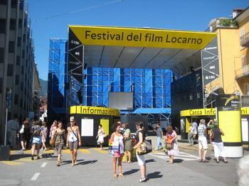 Пьяцца Гранде  главный экран на кинофестивале. Фото: George Guess