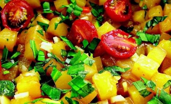 Овощи, ягоды или орехи с тыквой. Соус с  ореховым маслом и сушеными помидорами черри, перцем чили и эстрагоном. Фото с сайта epochtimes.de