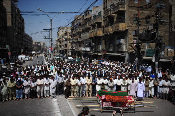Почти 140 человек погибли при крушении самолёта в Пакистане. Фото: ASIF HASSAN/AFP/Getty Images