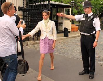 Если заблудитесь, можно обратиться к полицейским. Фото: Ирина Рудская/Великая Эпоха (The Epoch Times)